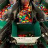 na fabrike m m s kak proizvodyat konfety kotorye tajut vo rtu a ne v rukah